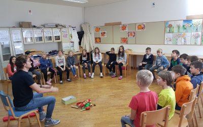 Jaka Strajnar med četrtošolci in na Gočah